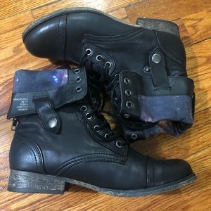 Lace-up Black boots with galaxy pattern
